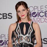 Bei denPeople's Choice Awards im Jahr 2013 sind Emmas Haare bereits wieder ein gutes Stück gewachsen und reichen ihr fast auf die Schultern. Den roten Lippenstift ist sie auch bei diesem Eventtreu geblieben.