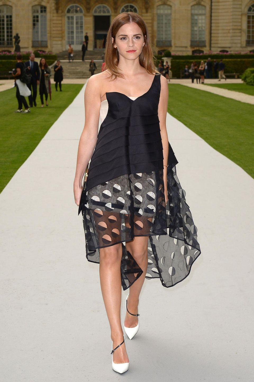 Auch aus der Modebranche ist Emma nicht mehr wegzudenken. Zur Fashion Week in Paris im Jahr 2014 erscheint sie in einem Wow-Look und mit Mittelscheitel zur Christian Dior Show. Im selben Jahr erhält Emmavon der Brown University ihren Bachelor-Abschluss in englischer Literatur.
