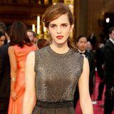 Emma unterstreicht ihrenPorzellan-Teint am liebsten mit roten Lippen und schwarz umrandeten Augen, so auch zur Oscar-Verleihung im Jahr 2014.