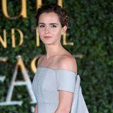 """In einem verspielt-romantischen Look erscheint die mehrfach ausgezeichnete Schauspielerin 2017 zur Film-Premiere von """"Die Schöne und das Biest"""" in dem sie in der Rolle der Belle zu sehen ist."""