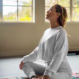 Auch Kate Hudson genießt ihre Yoga-Momente, und bedankt sich mit diesem schönen Bild bei ihrer Fabletics-Community, die sie in diesen schwierigen Wochen mit Inspiration, Liebe und Motivation unterstützt.