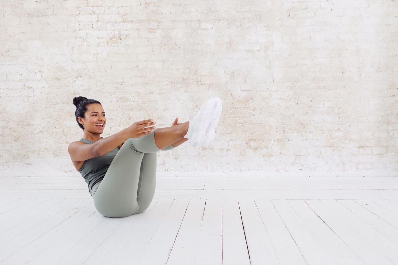Frau macht Sportübung