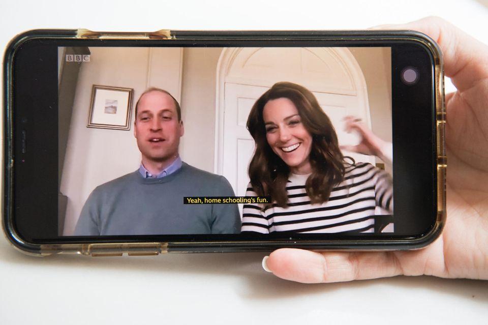 """""""Heimunterricht macht Spaß!"""", verrät William im BBC-Interview.Na na, ob man dem Prinzen das glauben kann? Kate hat da offenbar so ihre Zweifel..."""