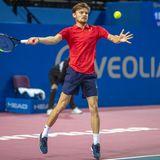 Obwohl David Goffin (07.12.1990) mit seiner Größe von 1,80 Meter und 68 Kilogramm Körpergewicht zu den eher schmächtigen Tennisprofis zählt, macht dem Belgier so schnell keiner etwas vor. Innerhalb eines Jahres arbeitete sich Goffin 2014 von Rang 111 auf Platz 22 der Weltrangliste vor, heute steht er auf dem zehnten Platz und verzeichnet vier Gewinne auf der ATP-Tour. Auch privat läuft für den Sportler alles rund: Seit 2012 ist die Belgierin Stephanie Tuccitto an seiner Seite, das Paar lebt in Monaco.