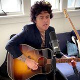 """Billie Joe Armstrong ist erfolgreicher Songwriter, Multiinstrumentalist und Sänger. Bekannt wurde er als Frontmann der Band Green Day und unterstützt gern den Spendenaufruf von """"Global Citizen""""."""