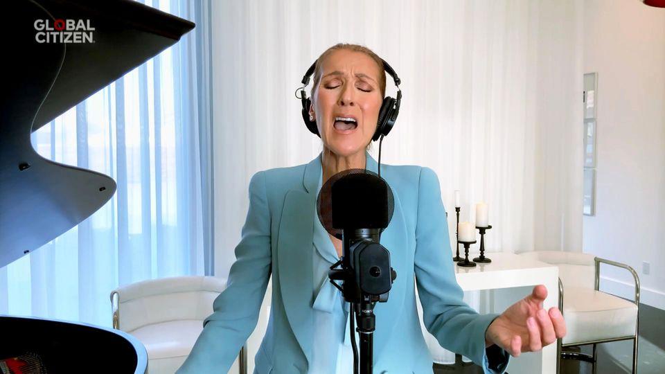 Mit Leib und Seele ist Superstar Celine Dion beim Livestream dabei.