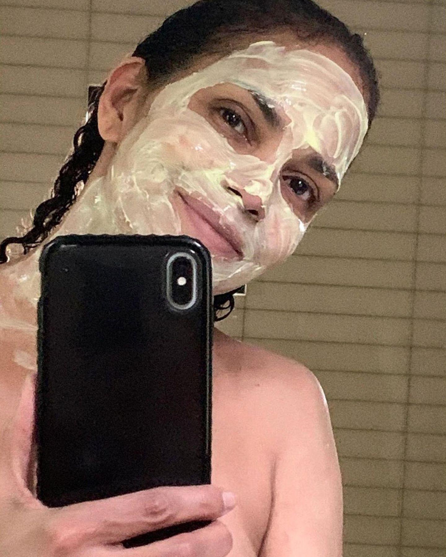 Cremig: Halle Berry tut sich und ihrem Gesicht mit einer Maske am Selfcare-Sunday etwas Gutes.