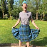 Tennis-Star Andy Murray wird von seinenTöchtern Edie und Sophia zur waschechten Prinzessin im Schottenrock umgestylt. Der feine Unterschied zwischen Rock und Kilt ist den beiden dabei ziemlich egal.