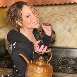Mariah Carey ist eine begeisterte Teetrinkerin. Während der Quarantäne bleibt ihr nun auch genügendZeit für ein gemütliches Tässchen, oder zwei oder drei...