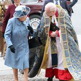 Nicht nur optisch ergänzen sich Queen Elizabeth - in frühlingshaftem Hellblau- und der Dean of Westminster David Hoyle beim Commonwealth Gottesdienst 2020 perfekt.