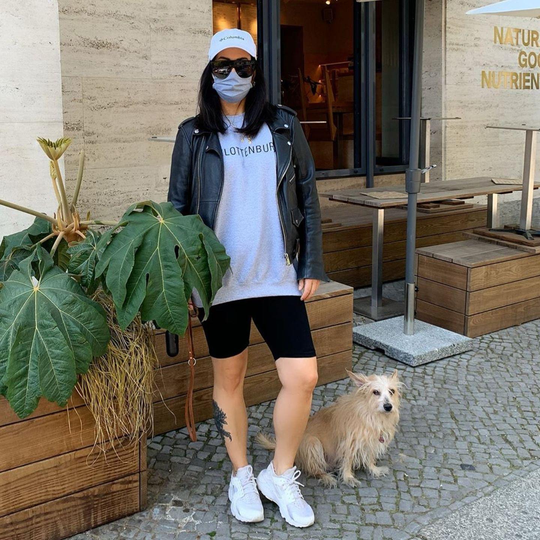 Nicht nur eine Sonnenbrille, eine Cap sowie eine Maske sorgen dafür, dass man Miyabi auf offener Straße soleicht nicht erkennen dürfte. Auch die Statur der 45-Jährige hat sich durch eine krasse Gewichtsabnahme komplett verändert.