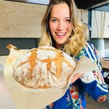 Luisana Lopilato wird in der Quarantäne noch zur professionellen Bäckerin. Die Schauspielerin und Ehefrau von Michael Bublé backt ein Bauernbrot und stellt das Rezept auf Facebook online.