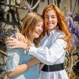 Auch die jüngeren Schwestern und Prinzessinnen Ariane und Alexia genießen diesen schönen Feiertag.