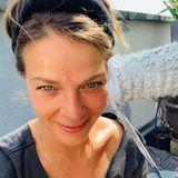 """Jessica Schwarz kann derzeit nicht vor der Kamera stehen. Sie setzt zwar die Hashtags #langsamgehenmirdieprojekteaus und #puzzleliegtschonbereit, kommentiert aber auf Instragram gut gelaunt: """"Wenn schon keine Filme drehen, dann wenigstens die Farbrolle""""."""