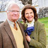 Vor allem dieses neue Foto des königlichen Paares begeistert. Liebevoll schmiegtsich Silvia an ihren Gustaf. So innig hat man die beiden lange nicht mehr gesehen.