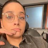 Nanu! Als Amira Pocher sich in ihrer Instagram-Story zum ersten Mal mit Brille zeigt, guckt sie vermutlich ebenso überrascht wie ihre Fans. Doch die dezente Sehhilfepasst perfekt zu AmirasnatürlichemLook und bringt ihre schönen Augen noch deutlicher zum Strahlen.