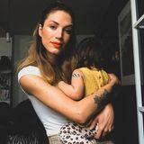 Ihre zwei TöchterCamila Marie undLucy Jolie.