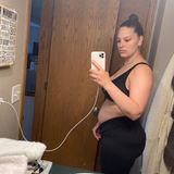 Seit rund drei Monaten ist Ashley Graham Mutter eines kleinen Sohnes. Auf Instagram lässt das Model seine Fans an ihrem neuen Leben mit Kind teilhaben und zeigt die Veränderungen ihres Körpers. Auf diesem Schnappschuss zeigt sich Ashley ungeschminkt, mit einem strengen Dutt und in bequemer Kleidung. Ungefilterte Mama-Fotos, die ihre Fans so sehr lieben.