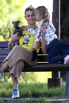 4. Mai 2020  Nachwuchs im Hause Hunziker! Michelle und Tochter Celeste gehen mit ihrem neuen Hund Odino Trussardi im Park spazieren. Der kleine Greyhound hat sogar schon seine eigene Instagram-Seite