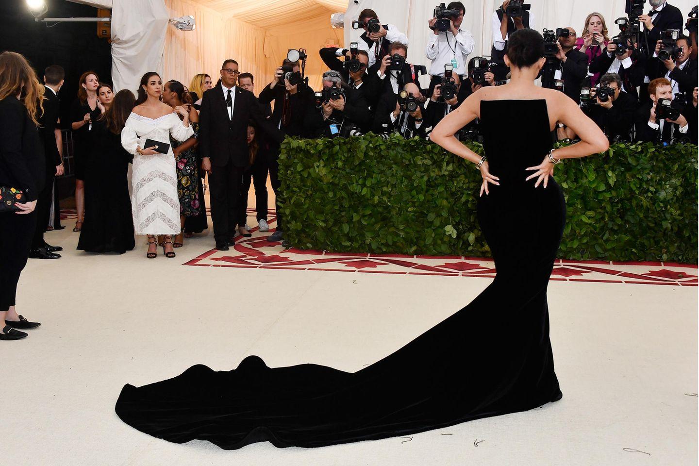 modetrends + news: kylie jenners kleid riss kurz vor met