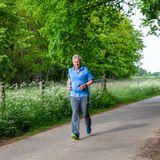 """7. Mai 2020  König Philippe von Belgien zeigt sich von seiner sportlichen Seite. Zur Unterstützung der Initiative """"Robin Food"""" sammelt er mit seiner Teilnahme an der """"Covid-19km Challenge"""" Spenden zu Gunsten der Tafeln im Rahmen der Coronakrise."""