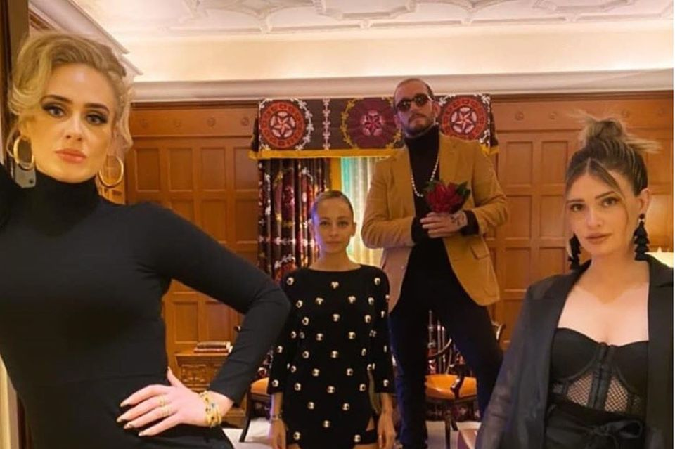 Adele, Nicole Richie + Freunde