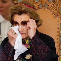 Königin Sonja von Norwegen kann ihre Tränen nicht zurückhalten.Wie in vielen anderen Ländern Europas wirdam heutigen 8. Maiauch in Norwegen der Tag der Befreiung von den Nationalsozialisten im Jahr 1945in aller Stille gefeiert. Gemeinsam mit König Harald,Prinzessin Mette-Marit und Prinz Haakon nimmt die 82-Jährige am Freitagvormittag an einer Zeremoniean der Festung Akershus in Oslo in Gedenken an die Opfer des Zweiten Weltkrieges teil und ist dabei sichtlich bewegt.