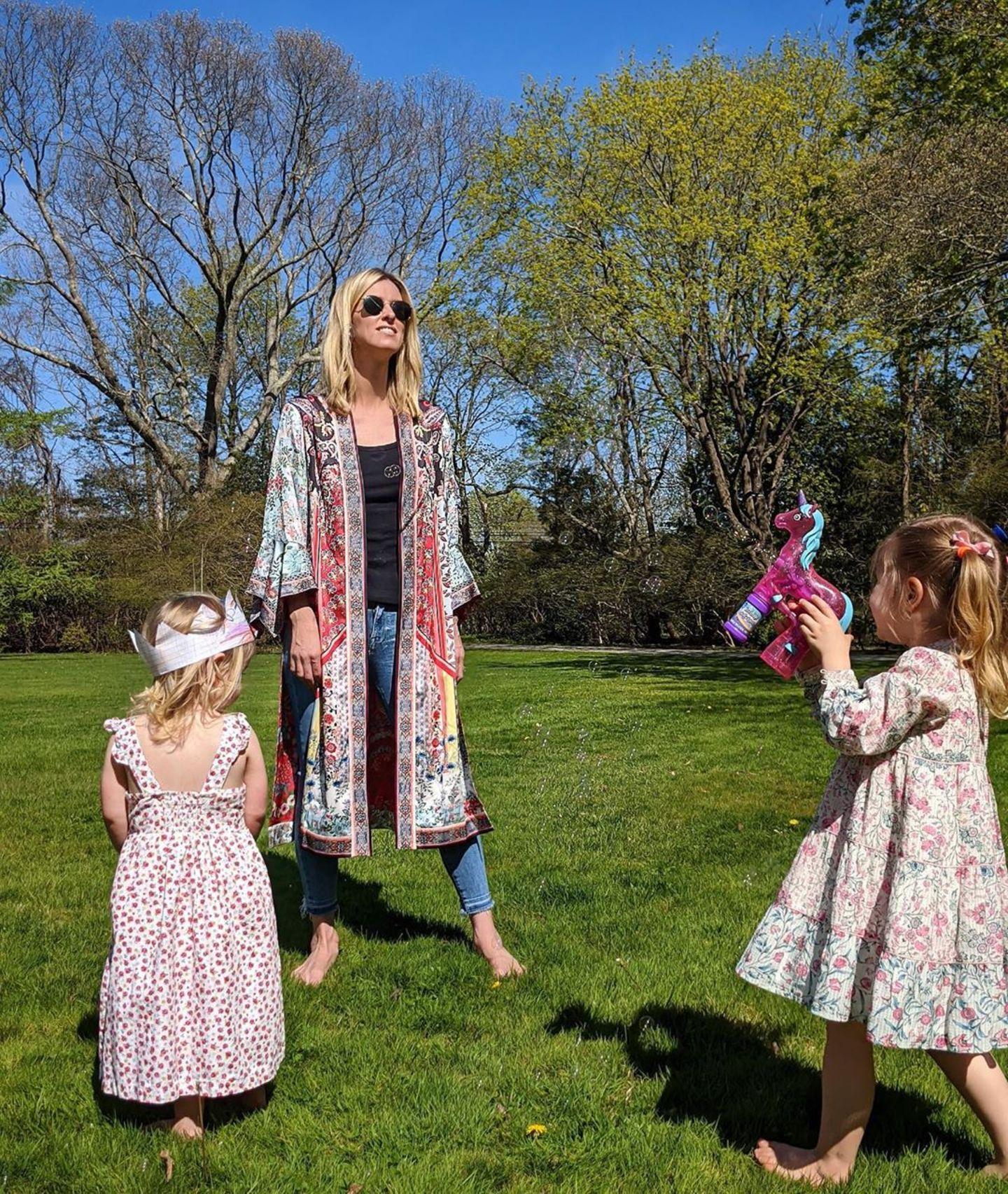 Nicky Hilton im Partnerlook mit ihren Kids