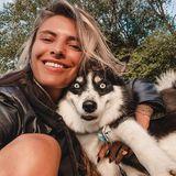 """""""Wie zwei Freunde, die zusammen auf einer Party abstürzen ..."""" So kommentiert Sophia Thomalla ihre Reihe von witzigen Selfies, die sie mit Husky Banksy aufgenommen hat. Ganz treffende Beschreibung!"""