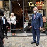 10. Mai 2020  Nach der Schließung der Geschäfte aufgrund der Coronaviruskrise stehen nun auch in Belgien Lockerungen an. Vor der Wiederöffnung besucht König Philippe verschiedene Geschäfte inder Brüsseler Innenstadt und überzeugt sich davon, dass trotzdem die Auflagen eingehalten werden können.