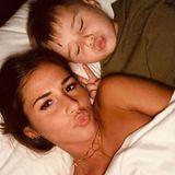 Sarah Lombardi schickt nicht nur ihrerMama liebste Worte zum Muttertag, sie zeigt uns auch, was sie am Mami-Sein so toll findet: Das Kuscheln mit ihrem Sohn Alessio.