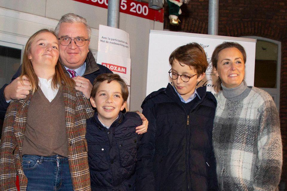 Prinz Laurent (2.v.l.) und Prinzessin Claire (r.) mit ihren Kindern