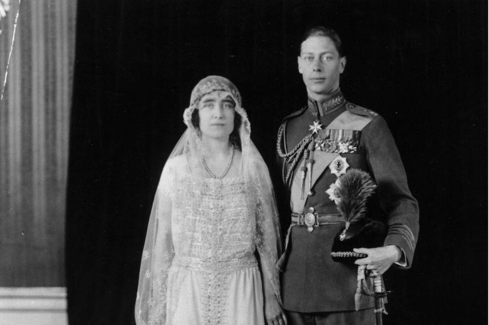Elizabeth Bowes-Lyon und Prinz Albert bei ihrer Hochzeit am 26. April 1923.