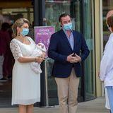 13.Mai 2020  Bei aller Freude: Prinz Charles wird seine ersten Lebensmonate in einer Zeit verbringen, die Einschränkungenmit sich bringt.Nur für das Familienfoto haben Stéphanie und Guillaume ihre Masken, die sie und andere vor dem Coronavirus schützen sollen, abgesetzt. Von der Pandemie ahnt ihr kleiner Schatz zum Glück nichts.