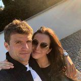7. Mai 2020  Thomas und Lisa Müller genießen die gemeinsame Zeit in Quarantäne. Das Paar, das bereits seit über 10 Jahren verheiratet ist, wirkt dabei verliebt wie am ersten Tag.