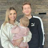 27. März 2020  Scarlett Gartmann und Fußballer Marco Reus sind seit einem Jahr glückliche Eltern einer Tochter. Wohingegen die Model-Mama gerne Fotos mit der Kleinen auf Instagram teilt, sind Familienportäts wie dieses eher eine Seltenheit.