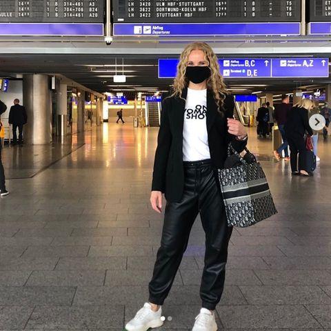 Katja Burkard am Frankfurter Flughafen.