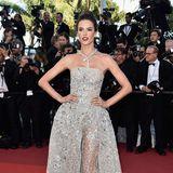 2016 bringt Alessandra Ambrosio mit diesem Kleid von Zuhair Murad Glamour pur auf den roten Teppich von Cannes.