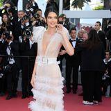 Ganz schön sexy präsentiert sich Kendall Jenner 2018 in diesem halbtransparenten Kleid von Schiaparelli.