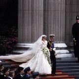 Scheidung von Prinzessin Diana und Prinz Charles  Als Prinz Charles Lady Diana Spencer am 29. Juli 1981 in der St. Paul's Cathedral in London heiratet, sind Großbritannien und die ganze Welt im Freudentaumel.Endlich hat das Vereinigte Königreich eine künftige Königin! 750 Millionen Menschen verfolgen die Hochzeit des Jahrzehnts am Bildschirm. Was niemand ahnt: Dieses Märchen wird kein Happyend haben.