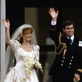 Scheidung von Sarah Ferguson und Prinz Andrew  Am 23. Juli 1986 feiert das Königreich die nächste große Hochzeit: Prinz Andrew, der zweitjüngste Sohn der Queen und Prinz Philip, heiratet in London Sarah Ferguson.