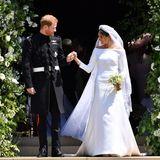 Prinz Harry und Herzogin Meghan treten als Senior-Royals zurück  Prinz Harry und Herzogin Meghan heiraten am 19. Mai 2018 auf Schloss Windsor. Die Freude im Land ist riesig: Endlich hat Harry, wie sein Bruder William, die Frau fürs Leben gefunden.Mit Meghan betritt eine Frau die Bühne der britischen Monarchie, die es in ihrerjahrhundertelangen Geschichte so noch nie gegeben hat:Meghanist US-Amerikanerin mit afroafrikanischen Wurzeln, ehemalige Schauspielerin und bereits einmal geschieden. Fans und Presse feiern sie als frischen Wind im Palast und als Beweis für die moderneHaltung des Königshauses.