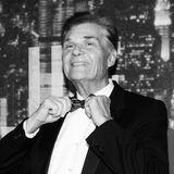 """15. Mai 2020: Fred Willard (86 Jahre)  Hollywood trauert um den Comedian: Schauspieler Fred Willard, zuletzt zu sehen in der Erfolgsserie """"Modern Family"""", starb in Los Angeles eines natürlichen Todes."""