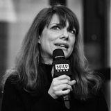 """15.Mai 2020: Lynn Shelton (54 Jahre)  Die Nachricht vom Tod der Regisseurin schockt Familie, Freunde und Kollegen. Lynn Shelton, die u.a. für die Erfolgsserien """"Glow"""", """"Mad Men"""" und """"New Girl"""" arbeitete, verstarb ganz unerwartet an den Folgen einer Bluterkrankung."""