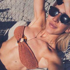 Ellie Goulding präsentiert ihre Topfigur auf Instagram. In der Vergangenheit gab sie zu, süchtig nach Sport zu sein. Jetzt verriet sie in einem Interview, dass sie zwischendurch immer mal wieder bis zu 40 Stunden fastet. Sie trinke an diesen Tagen viel Wasser und Tee und verzichte komplett auf Nahrung, um ihrem Verdauungssystem eine Pause zu gönnen.