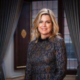 17. Mai 2020  Königin Máxima feiert heute ihren 49. Geburtstag. Zu diesem Anlass veröffentlicht das niederländische Königshaus ein elegantes Porträt auf dem Máxima - wie stets - wunderschön strahlt.