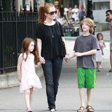 Seit 2003 ist Julianne Moore mit Bart Freundlich, dem Vater ihrer beiden Kinder, verheiratet.1997 übernimmt die Oscar-Preisträgerin mit der Geburt von Sohn Caleb ihre erste Mutterrolle; fünf Jahre später kommt dann Tochter Liv zur Welt.