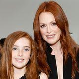 """2013 begleitet Liv ihrehübscheMama, der sie mit den Jahren immer ähnlicher sieht, zur New Yorker """"Fashion Week""""."""