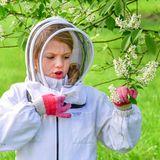 Ob auch genug Blüten für die Bienen da sind, überprüft Prinzessin Estelle auch gleich.