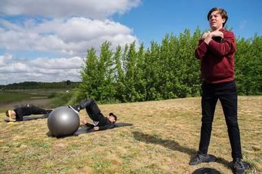 Die Mitglieder der dänischen E-Sport-Organisation Astralis müssen sich auch fernab von Computerbildschirm fit halten, und Prinz Christian macht hier mal bei einem Training mit.
